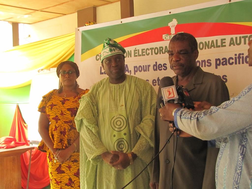 L'ambassadeur du Nigeria aux côtés du Président de la Cena. Photo : Cena