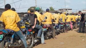 Des zémidjans sur une route à Cotonou. Photo : www.news.acotonou.com